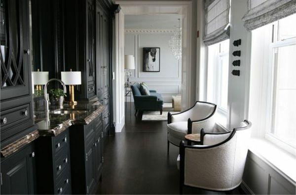 Marvelous Wohnideen Für Flur Schwarzer Schrank Weiße Sessel Tischlampen