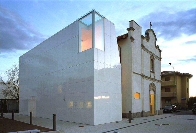 La preesistenza L'edificio storico costituisce una delle presenze architettoniche emergenti all'interno del territorio comunale. Di pianta rettangolare si sviluppa su due livelli: al piano terra era ospitata la precedente sede della Biblioteca...