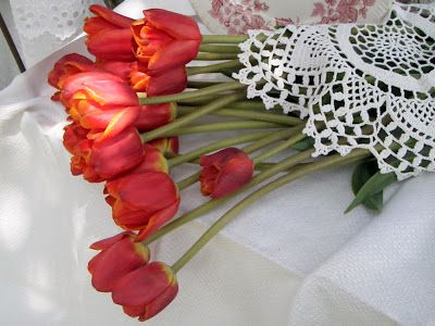 . . . Cabin & Cottage: China, Red Tulips, & Lace