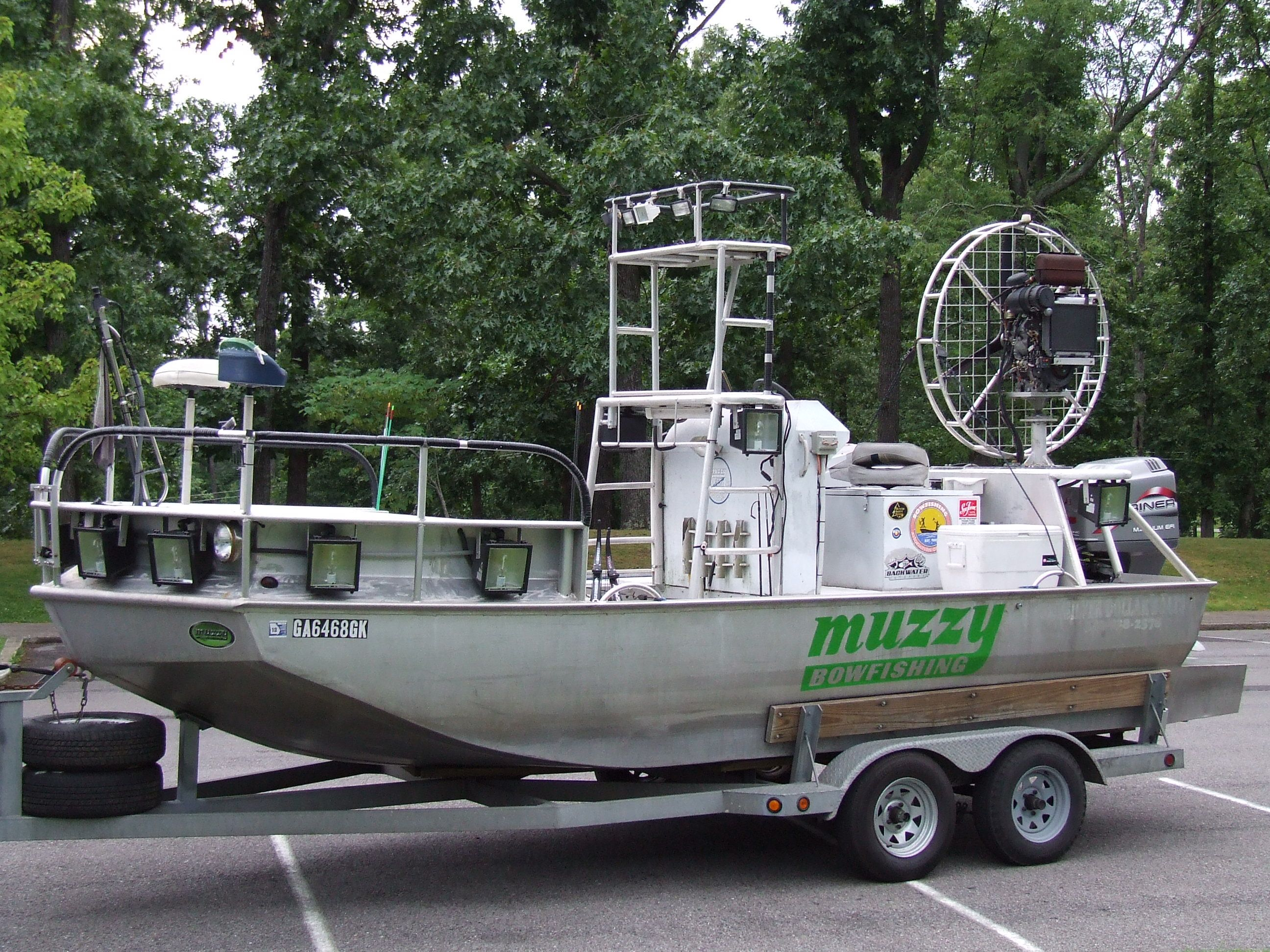 bowfishing boats fishing action pinterest bowfishing