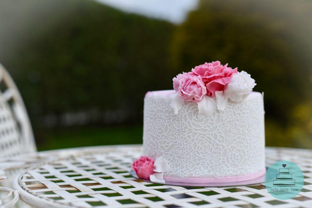 Motivtorte Zur Hochzeit Hochzeitstorte Weiss Rosa Blumen