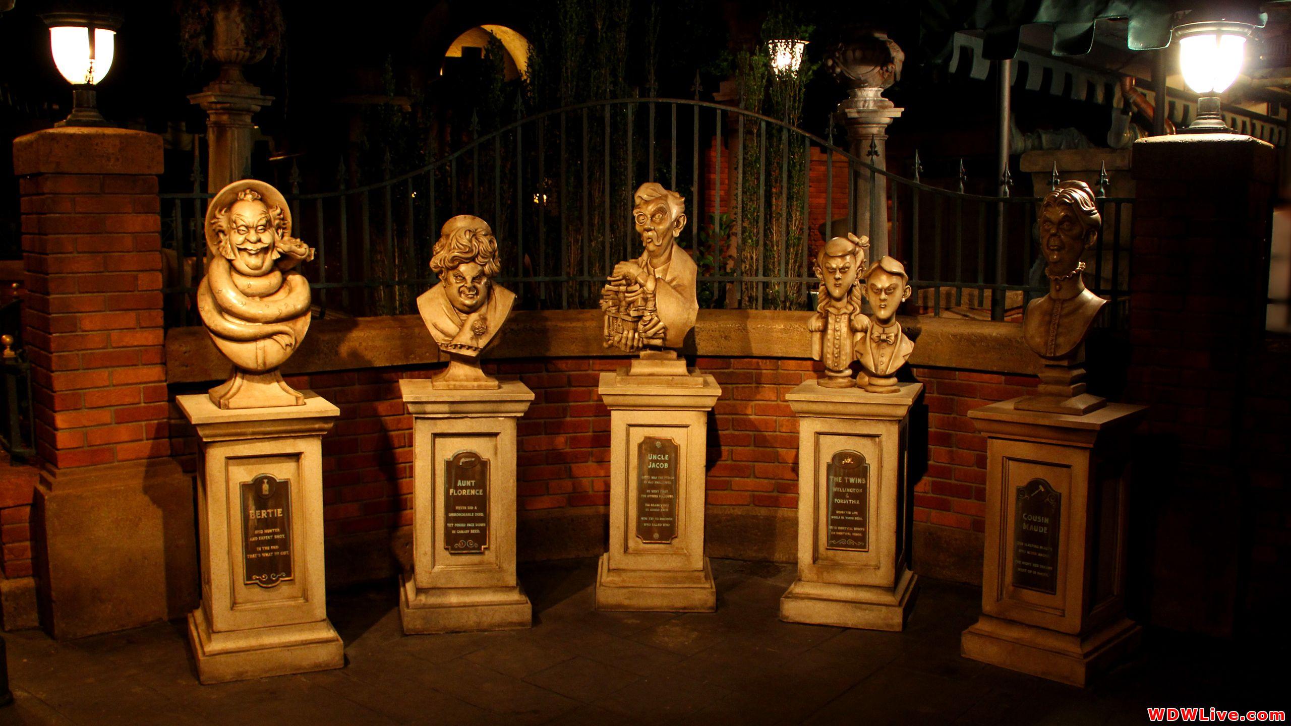 The Haunted Mansion Desktop Wallpaper Haunted Mansion Wallpaper Disney Haunted Mansion Disney World Rides