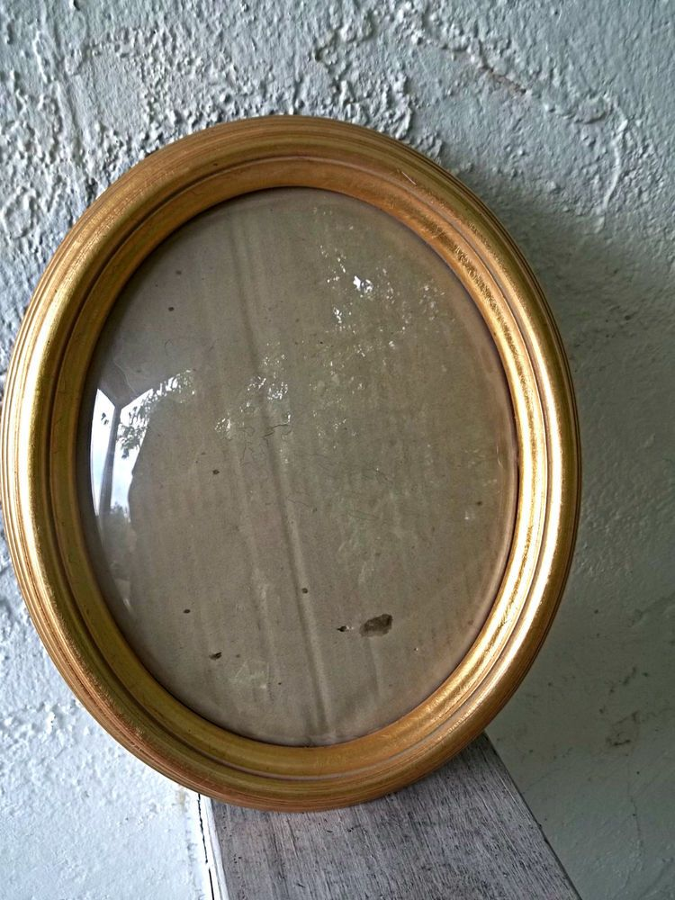 Vintage Oval Picture Frame Convex Glass Gold Finish 10 X 12 Easel