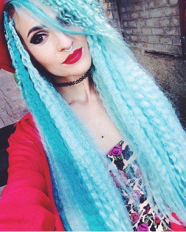 Blue Box braids hairstyle   Blue box braids, Box braids ...