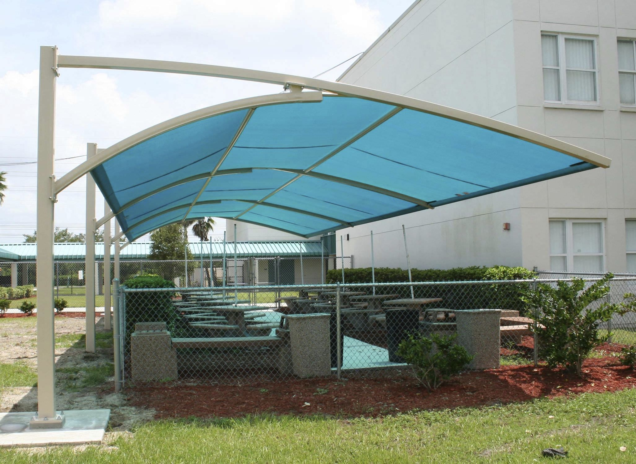 Cool White Iron Column Cantilever Blue Pool Shade Outdoor Canopy Over Gardening Furnishing As Decorate Green & Cool White Iron Column Cantilever Blue Pool Shade Outdoor Canopy ...