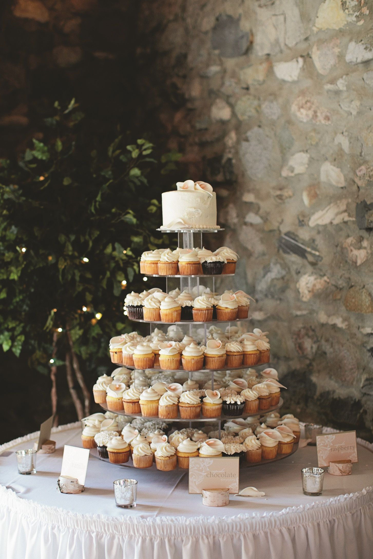 Traditional wedding decor ideas 2018  Should she go with cupcakes or a traditional wedding cake  Photo