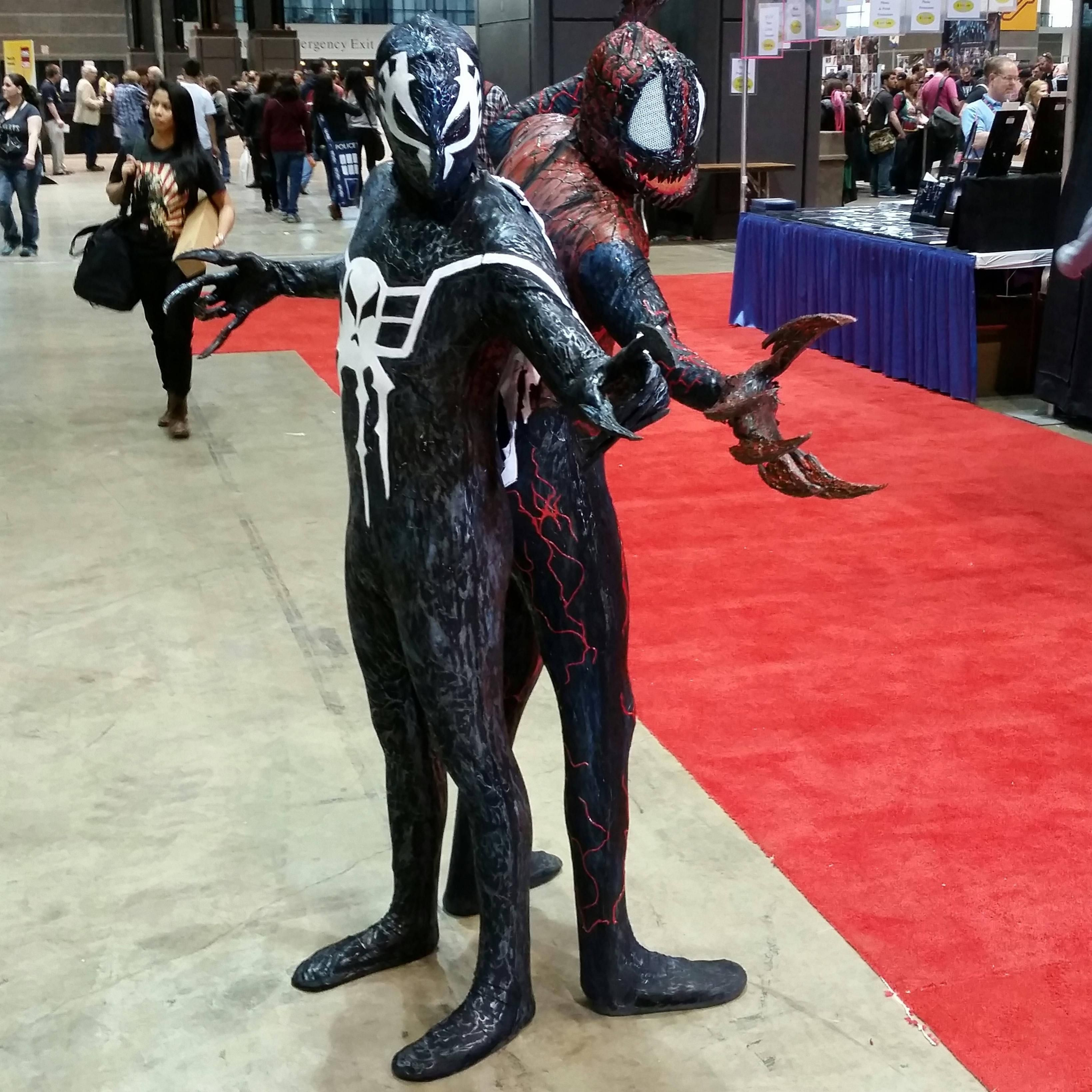 Self] Symbiote Spider-Man 2099 and Spider-Carnage cosplay at C2E2 ...