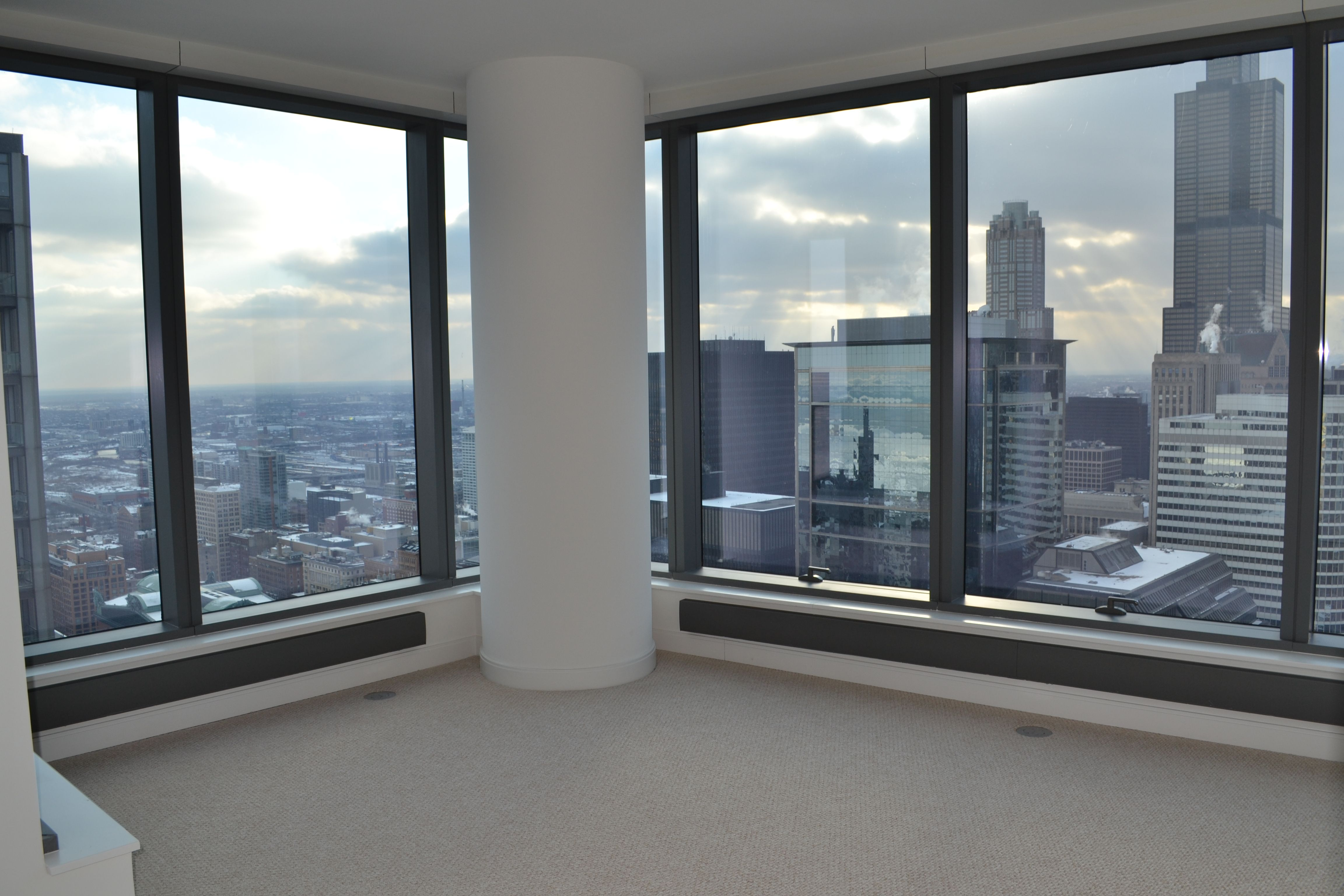 49th Floor 2 Bedroom / 2 Bathroom Luxury Apartment For