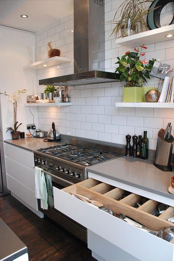 Grey worktops, white units, range cooker, grey upstand