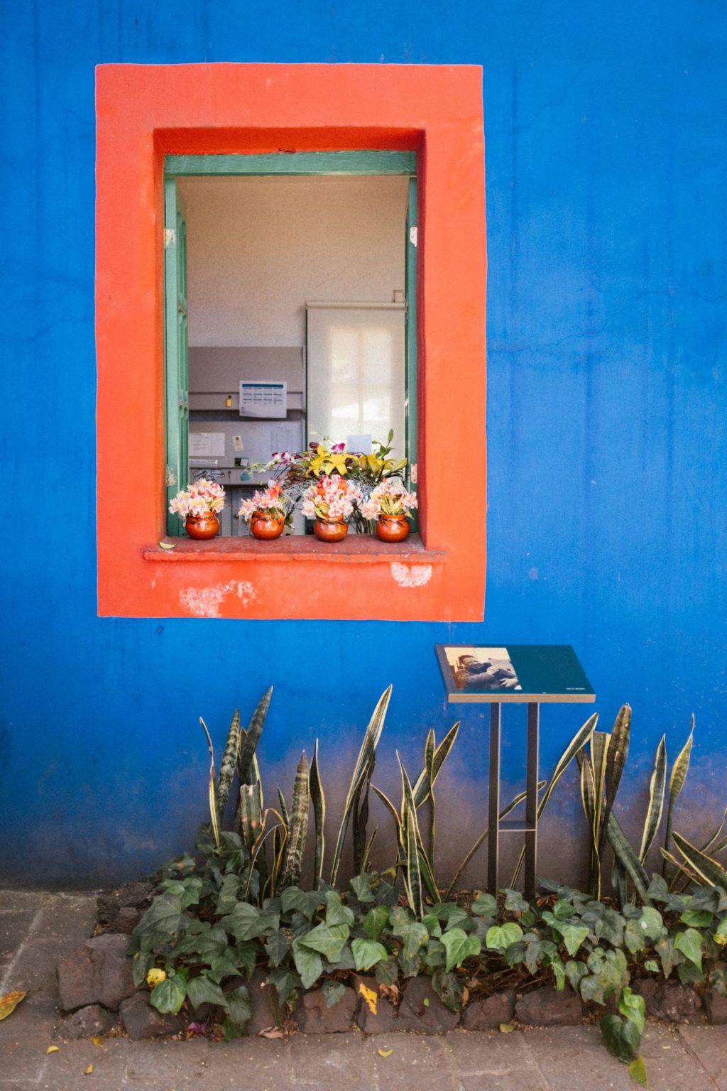 Museo Frida Kahlo La Casa Azul The Blue House In Mexico City Frida Kahlo House Color Palettes Blue House
