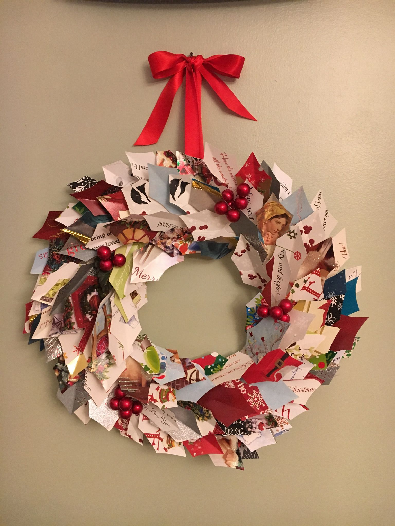 Christmas wreath from upcycled Christmas cards. Wine
