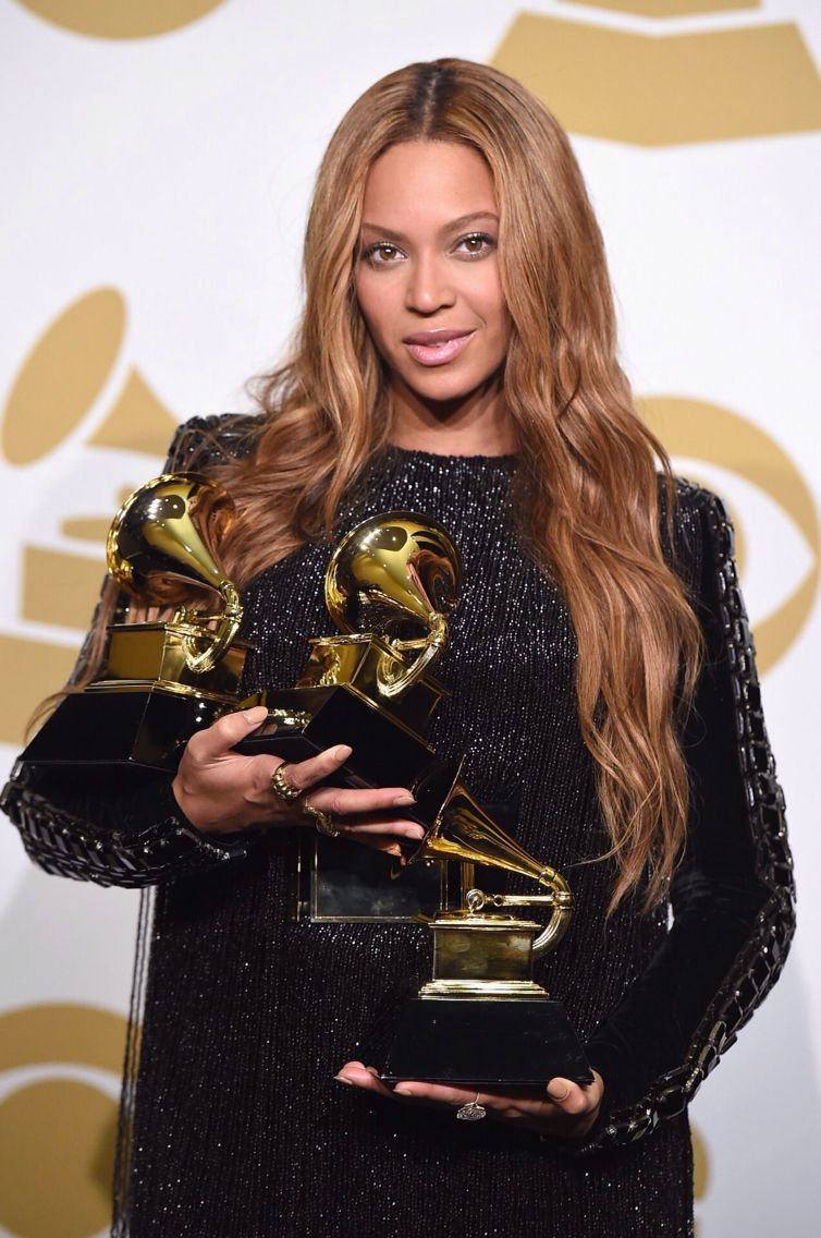 Beyonce Excepting Her Award At The 2015 57th Grammys Awards Beyonce Queen Beyonce Carter Beyonce