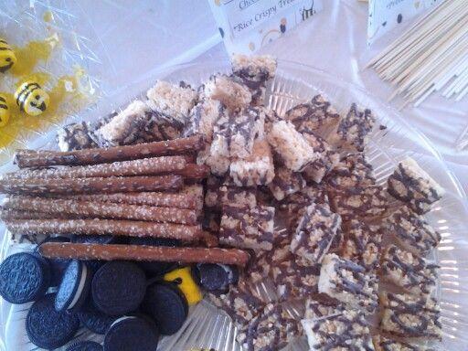 Chocolate fountain goodies: Rice crispy treats, oreos, pretzels, and marshmallow bees babee!