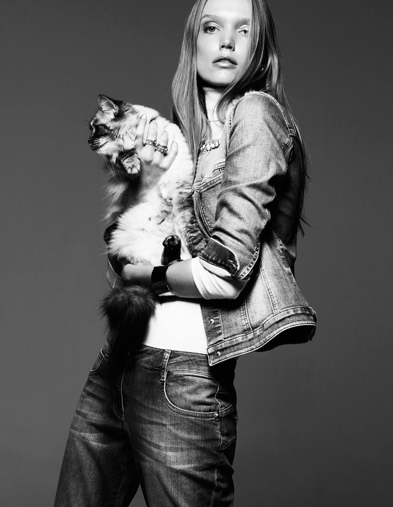 Shannon Ann Philips Models with Cats for Glamour Italia | Cat fashion,  Animal fashion, Cat model
