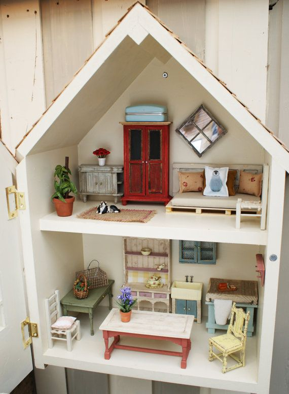Dollhouse To Hang On The Wall I Love The Room On The Top Floor The Palette Couch Very Pinteresty Ev Icin Minyatur Ev Barbie Ev