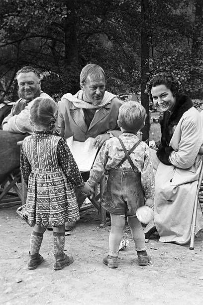 Curd Jurgens Marries Simone Bicheron Allemagne Fédérale 17 Septembre 1958 Dans la forêt Rhénane lors d'un tournage et de leur lune de miel l'acteur...