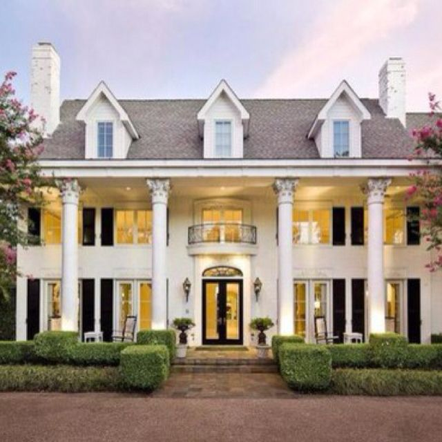 Outfit A Southern Plantation Style Home: Old Fashion Plantation Home. I Want Mine With Wrap Around