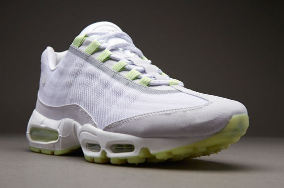 white and green air max 95