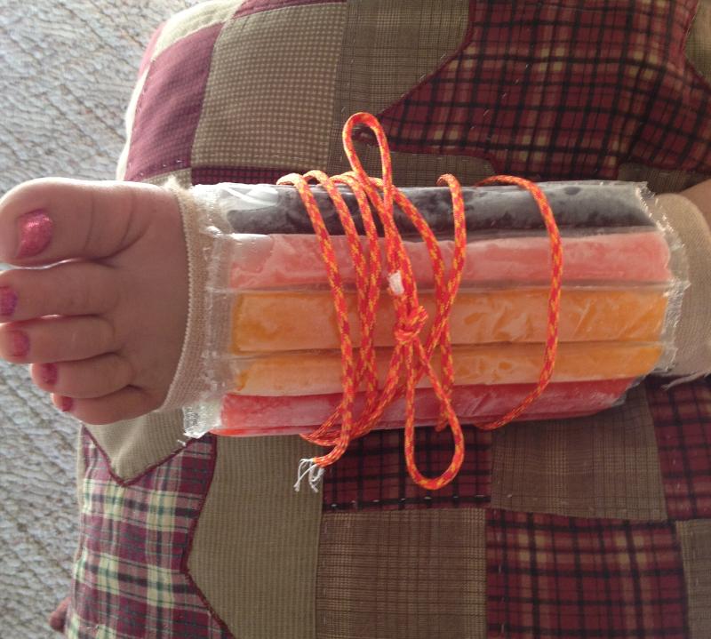 Dùng dây sinh tồn để hỗ trợ việc làm nẹp cấp cứu
