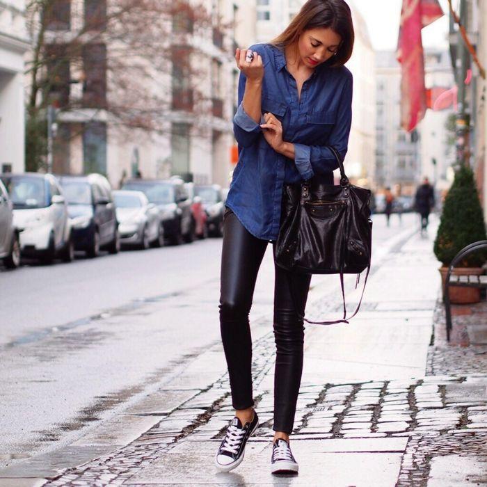 chic en jean et chemise noire dentelle veste blanche