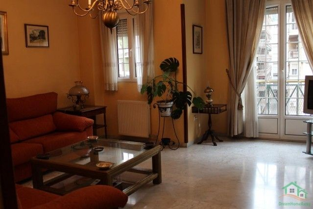 """Apartment in Granada, Andalucia, Spain The property is located at the lower South-East end of the main shopping street in Granada, """"Calles Recogidas"""". Quitly walk up Recogidas to reach in 10 minutes walking the gothic part of the town, with the cathedral and surrounding areas. #travel #resorts #Villas #destinaions #Holidays"""