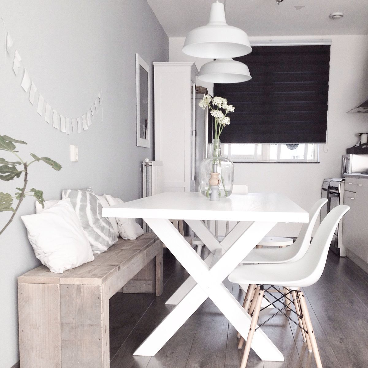 Idee Table Petite Cuisine wauw. love this dining. white. eames. bench. cross table