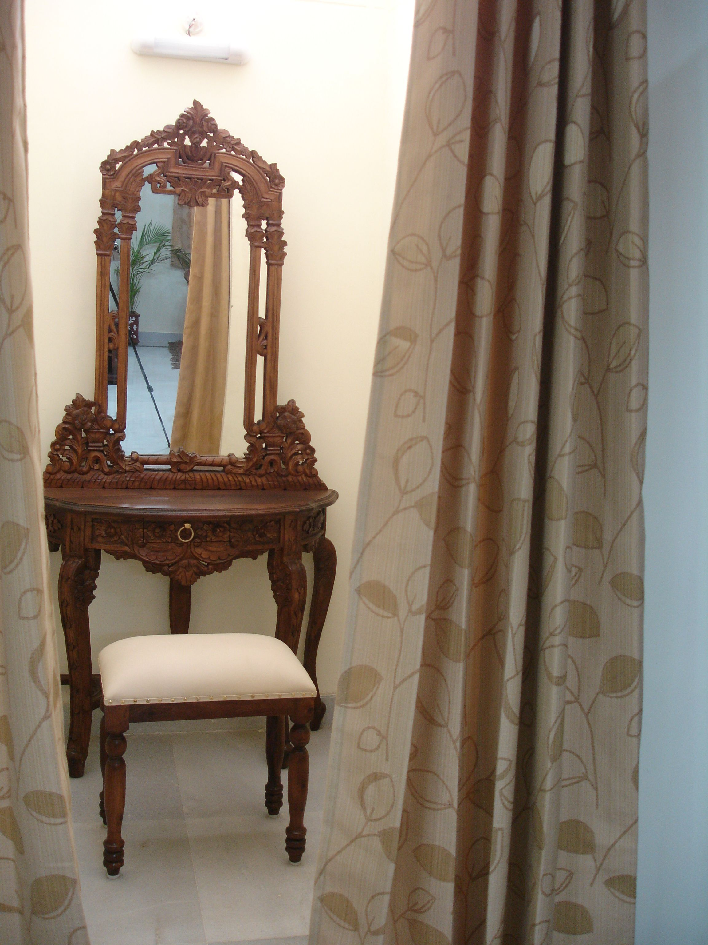 wooden crafted Dressing table that suits your style..