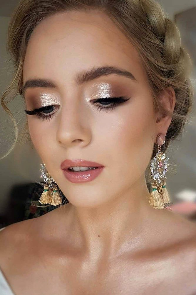 30 Zauberhaftes Brautjungfern Make-up für jede Frau | Hochzeits-Vorwärts #brautjungfern #Frau #für #hochzeits #HochzeitsVorwärts #jede #Makeup #vorwarts #zauberhaftes #hairmakeup