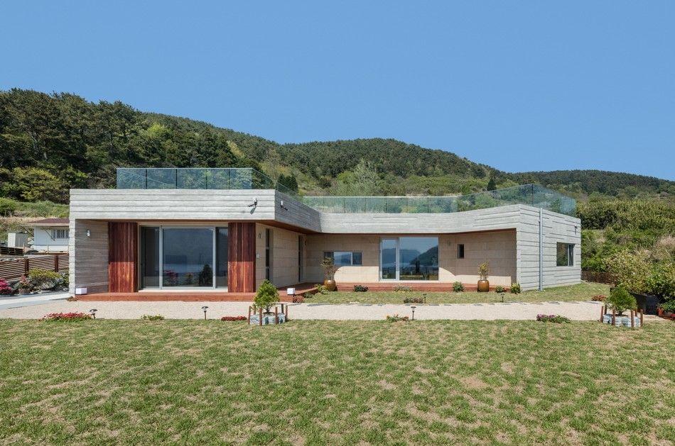 Superbe maison avec toiture végétalisée et vaste jardin en Corée du ...