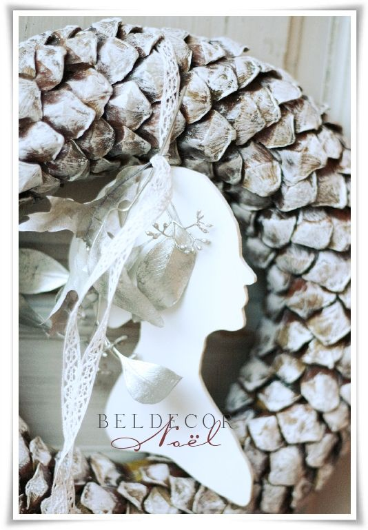 Beldecor: frosted pine cone wreath, wooden silhouettes