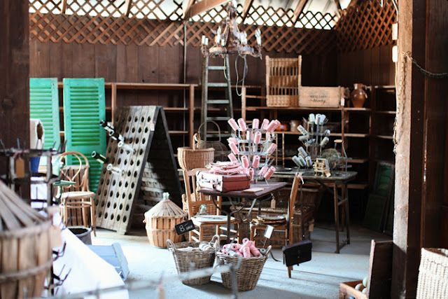 Marina Gheist S Over The Ocean Antiques In Sue S Barn In Manteca Ca Dreamy Whites Antiques Manteca