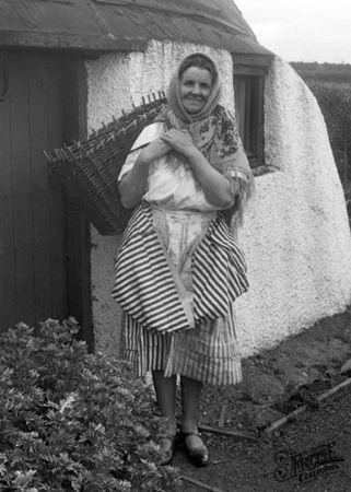 A scottish fish wife c1932 coldingham the beauty of s c for Old wife fish