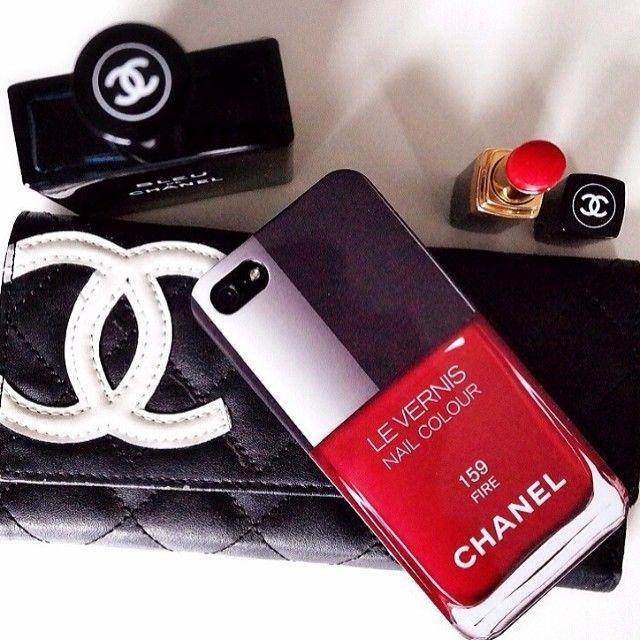 Chanel Le Vernis Oje Şeklinde Silikon Kılıf ;)   Patralar ;)   Pinterest