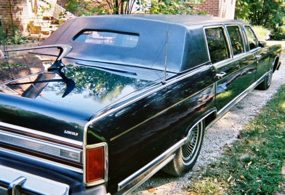 TV antenna in the back | Old School Wheels | Lincoln town car, Car, Bmw