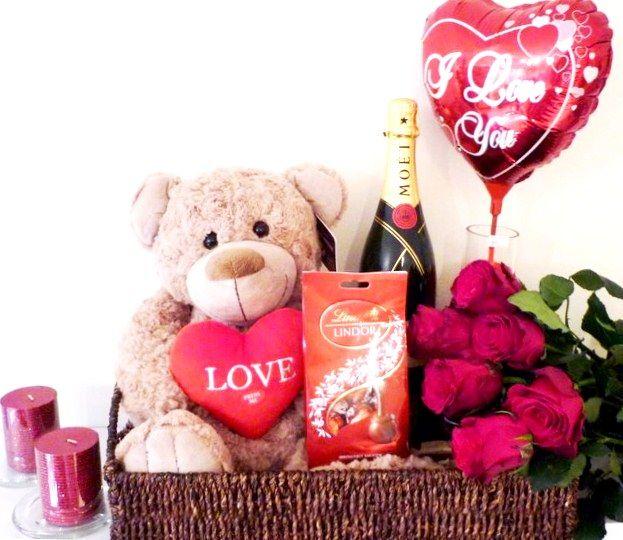 #roseschocolates #flowerschocolates #romancegifts #roseschocolateschampagne