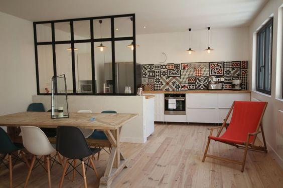 Cuisine ouverte délimitée par une verrière ou un îlot bar Salons - idee bar cuisine ouverte