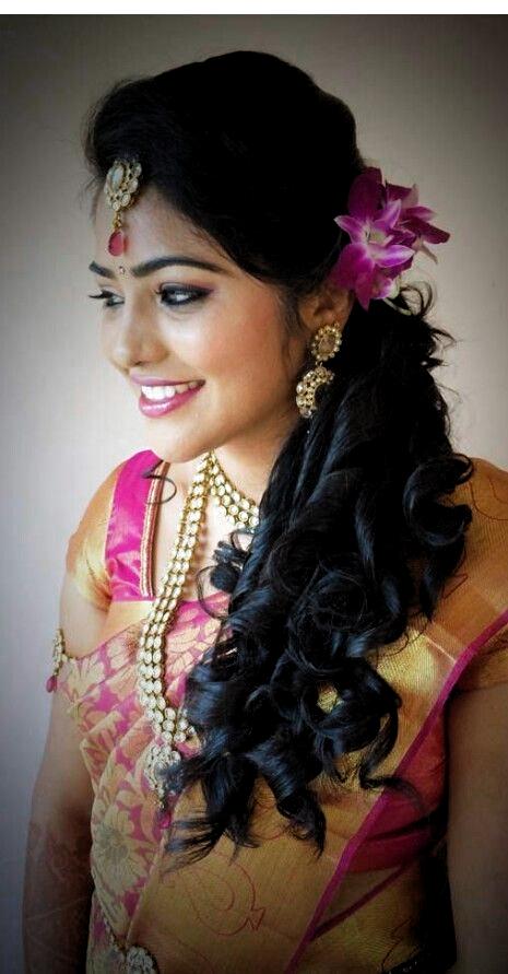 Coupes De Cheveux Pour La Broche De Reception De Mariage Indien Par Shree Vidya Sur Le Style De In 2020 Hair Styles Indian Hairstyles Indian Bridal Hairstyles