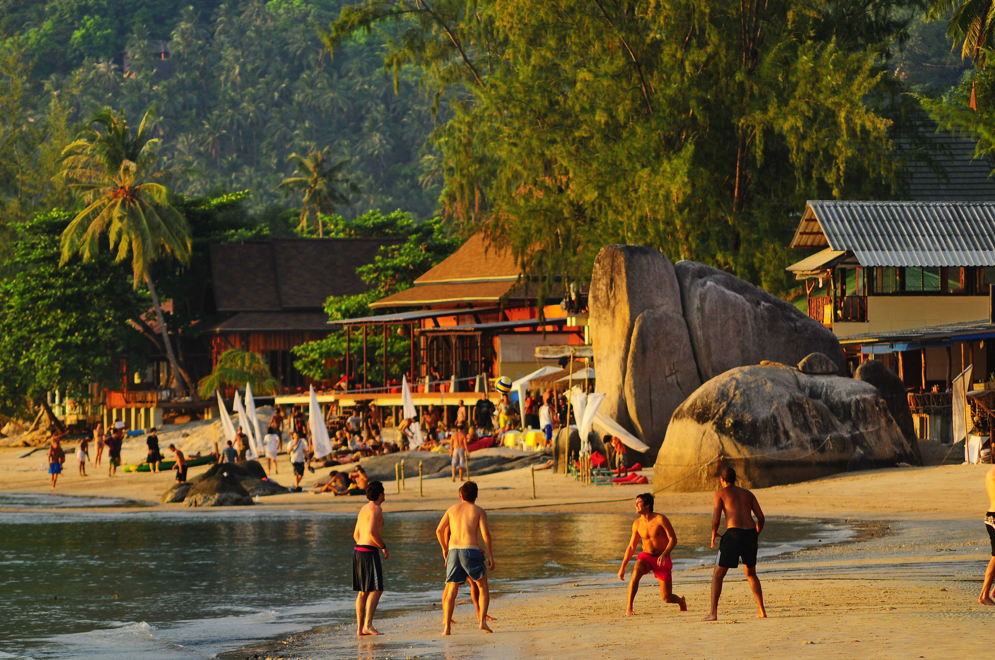 Sairee Beach Koh Tao Thailand When The Tide Is Low S Sandy Flats Make A Good Sports Arena