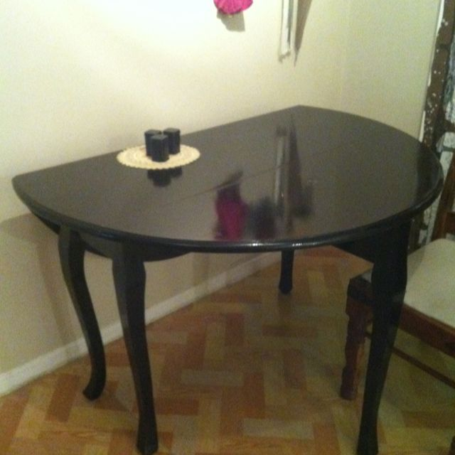 A Lalka Designs dining table painted gloss black. Do you have an item you would like painted like this? Drop me a line to get a quote.
