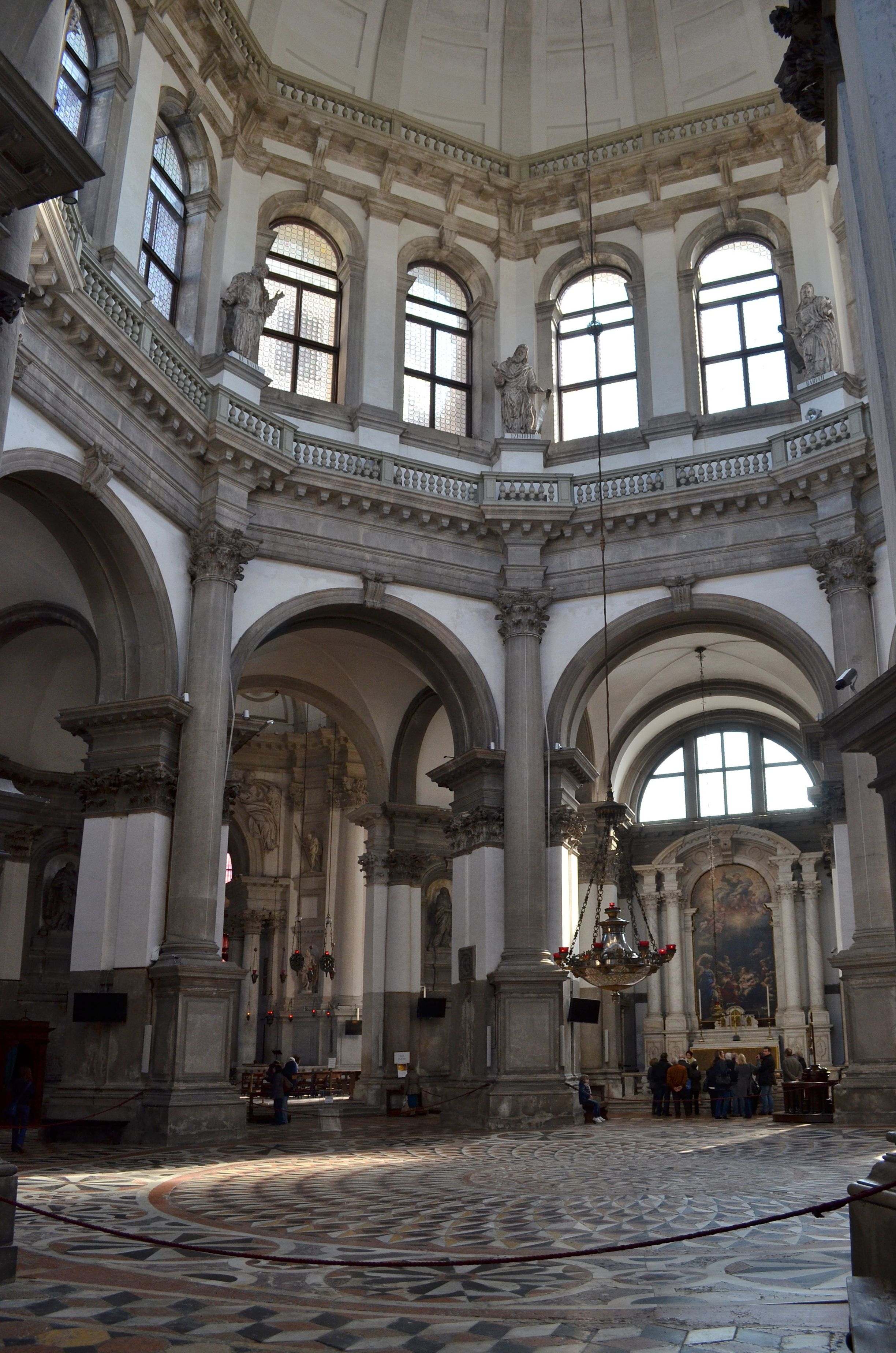 Italian baroque architecture venice interior of santa for Italian baroque architecture