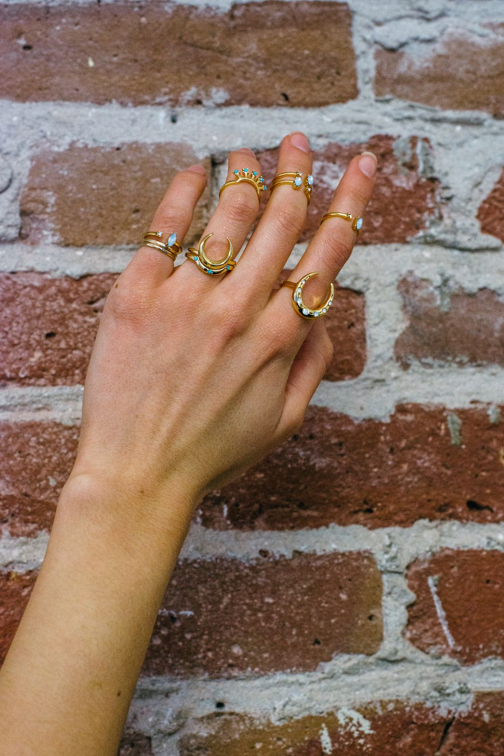 Morning midi rings✨  Oops, we did it again.. Spend $100 at the2bandits.com, get a $25 giftcard! The more you spend, the more you get #the2bandits #2BMorningdew