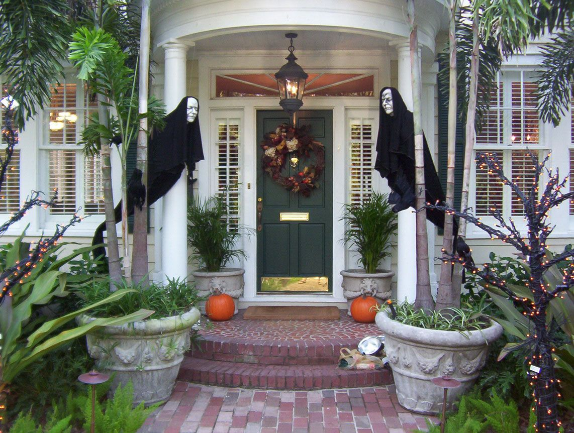 simple but very scary with 2 ghost decoration in black in front of the house and - Halloween Ghost Decorations Outside