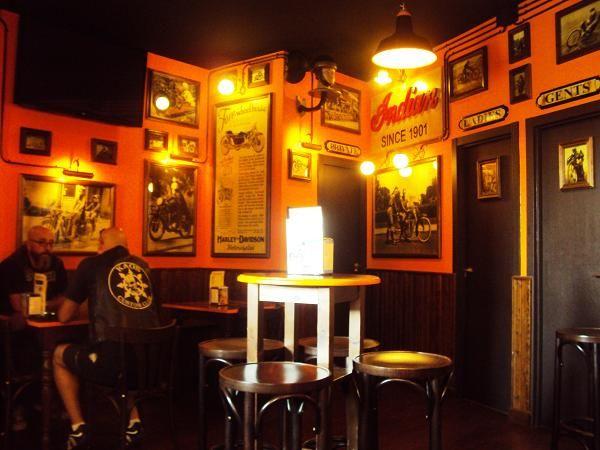 Dakota custom bar un bar de moteros con decoraci n brutal for Decoracion bares tematicos