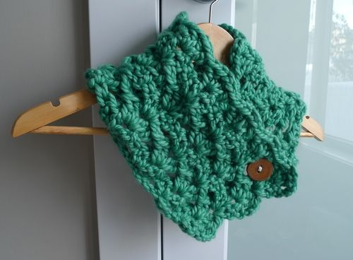 Buttoned Chunky Shell Stitch Cowl Super Easy Crochet Pattern And