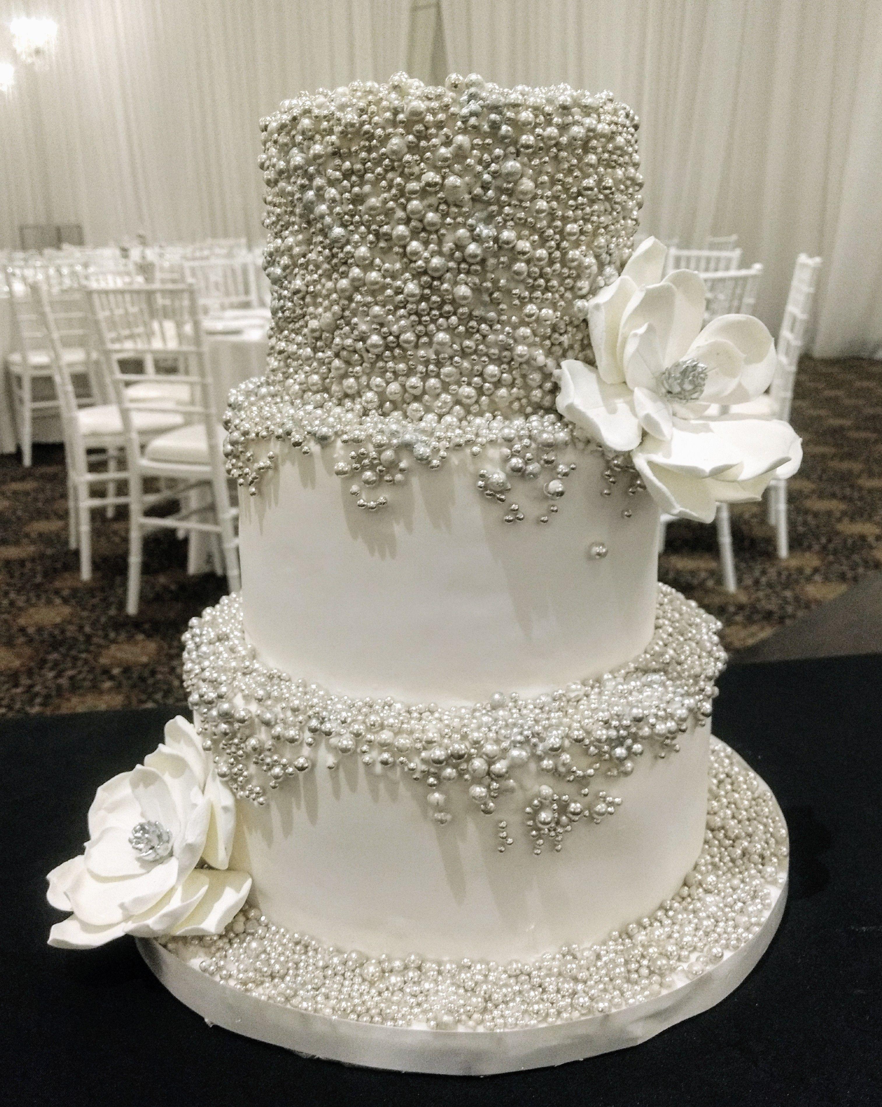 Gâteau De Mariage Blanc En Fondant Et Perlés Argent Gâteau