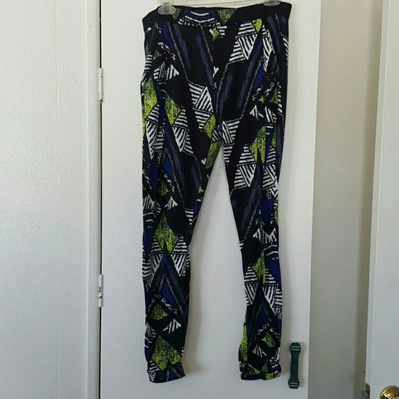 Topshop printed pants. Size 8 Topshop printed pants. Size 8. 100% polyester. Excellent condition. Worn about 2 times. No trades. Topshop Pants Ankle & Cropped