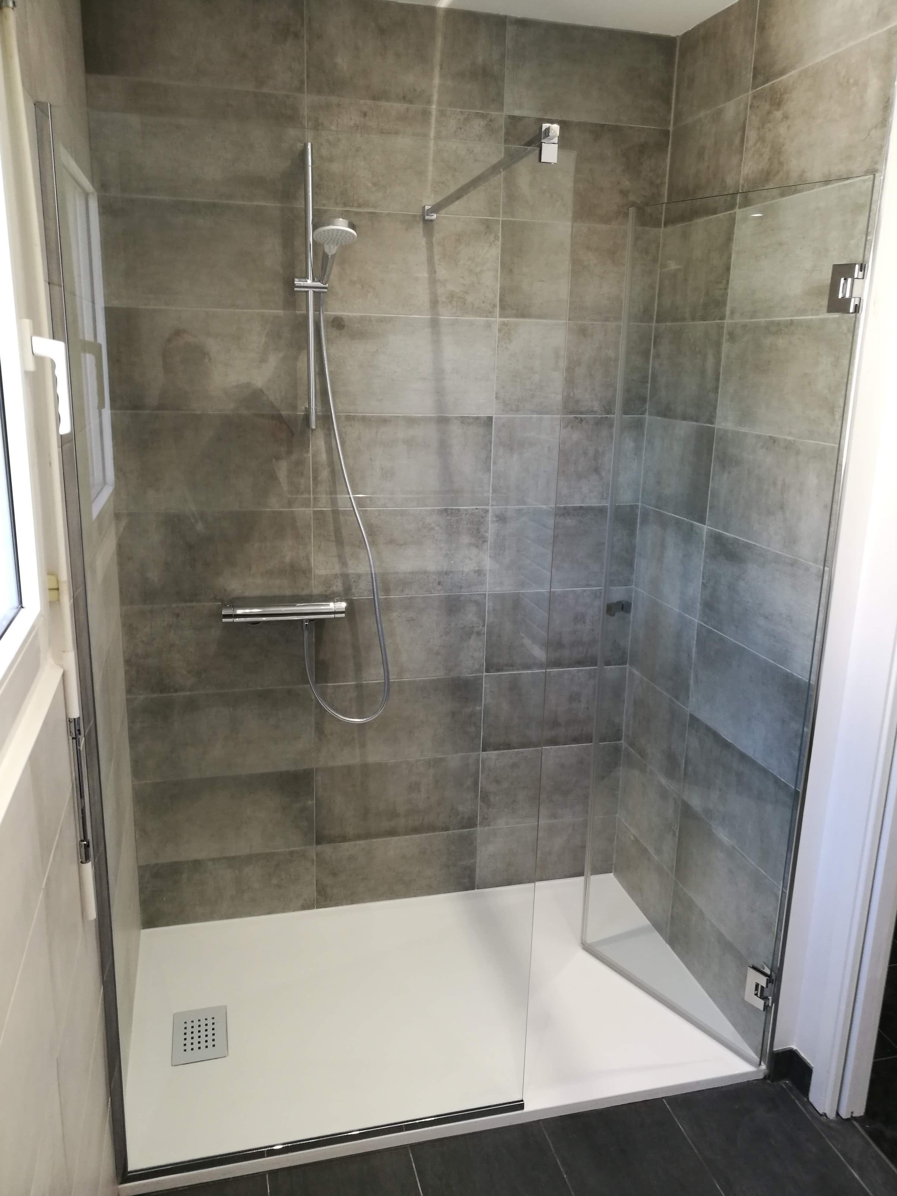 cabine de douche en verre trempe sur