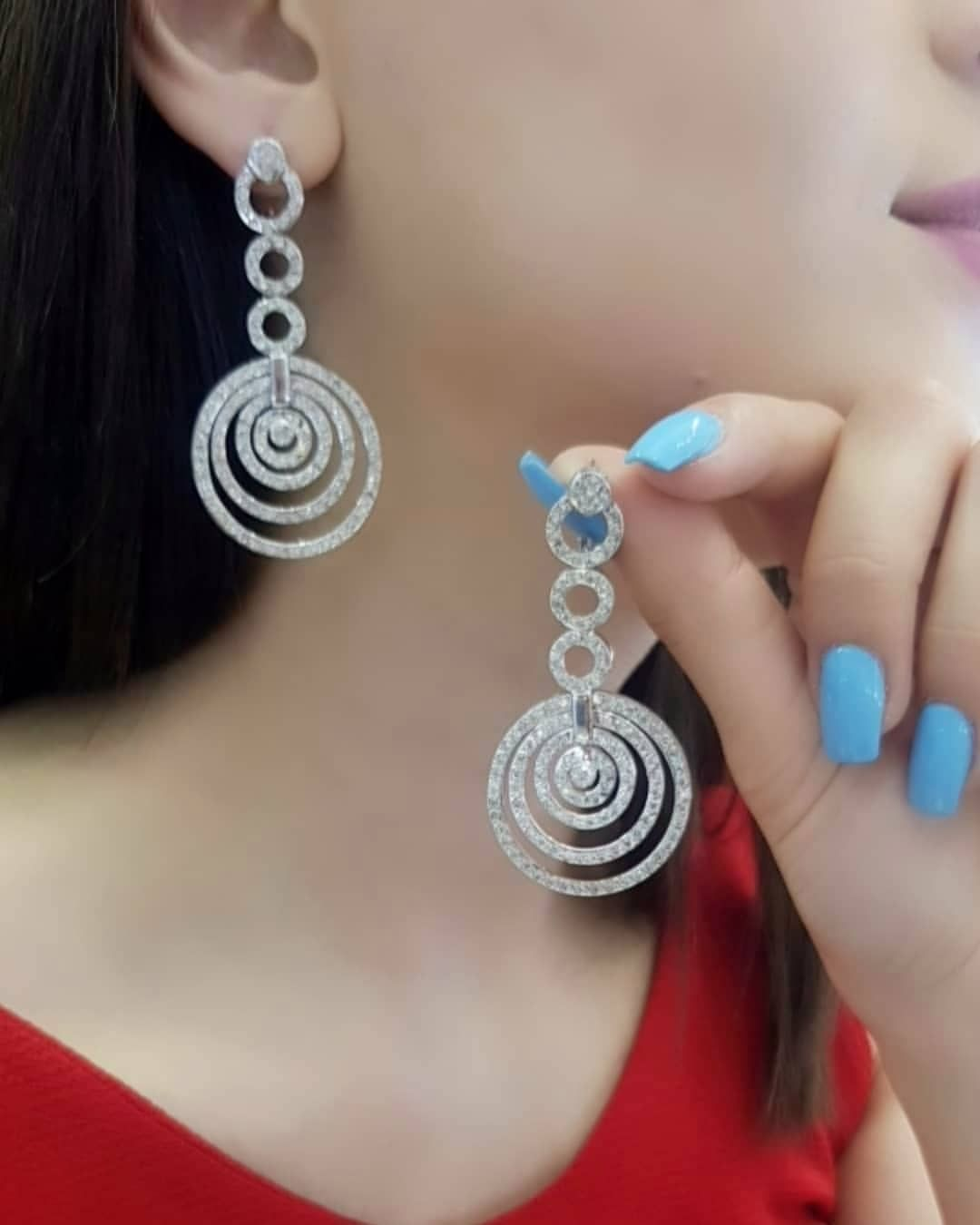Lacin Ticaret Merkezi Xalqlar On Instagram Dunyanin Butun Sergilerinden Getirilmis Qizil Briliyant Zinet Jewelry Diamond Dreams Ear Cuff