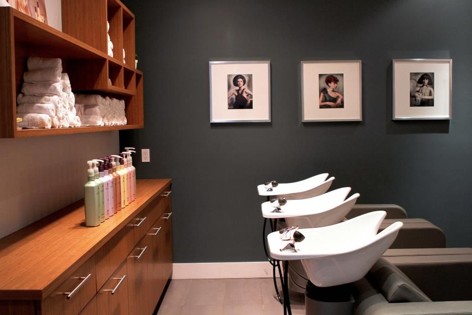 Salon Decorum Newmarket ON relaxing shampoo area plush