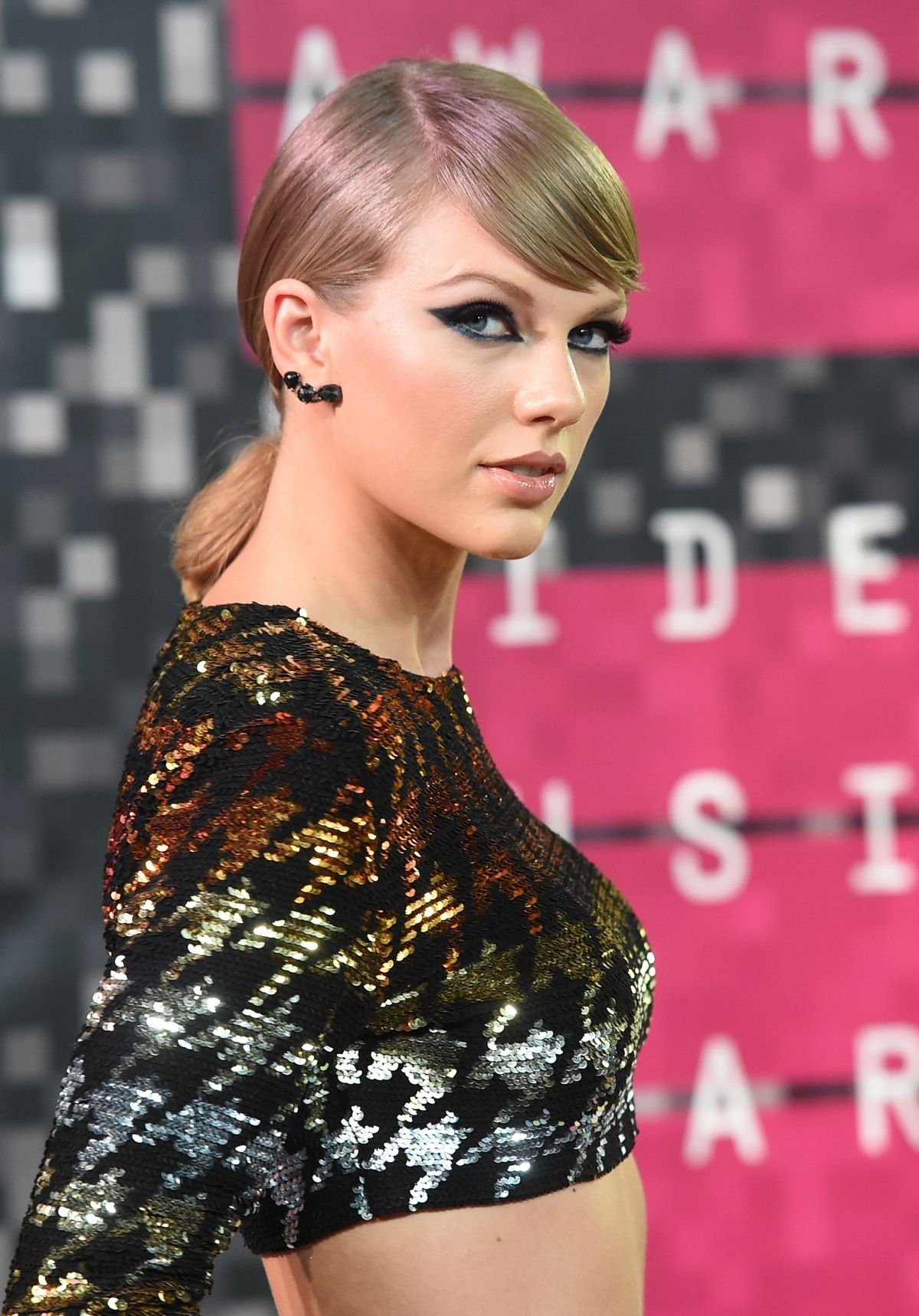 Taylor Swift And Calvin Harris Scottish Dj To Go Down On One Knee This Year Taylor Swift And Calvin Taylor Swift Pictures Homecoming Hairstyles